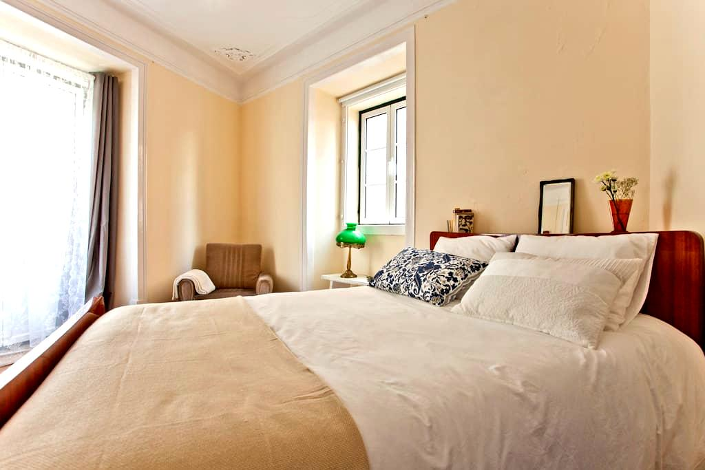 Guesthouse Apartamento Mouraria 2 - Lisboa - Bed & Breakfast