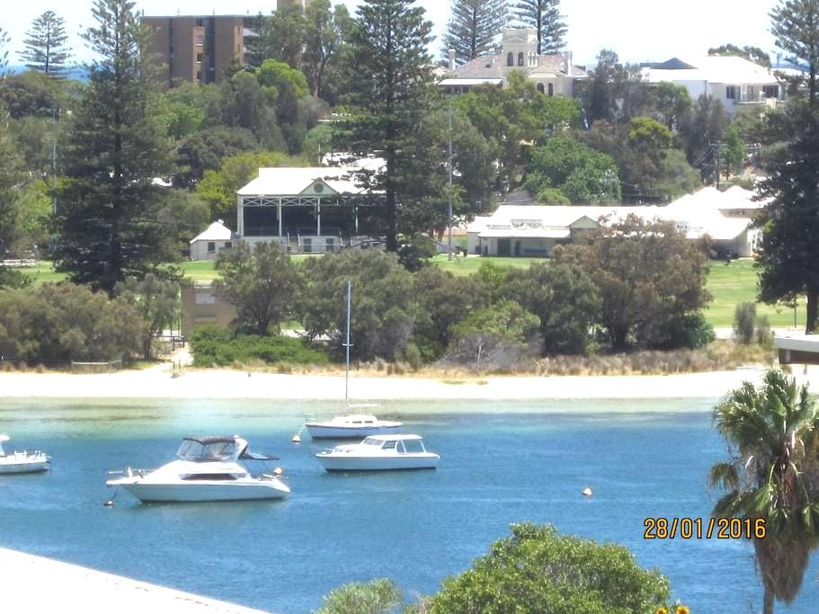 GREAT VIEWS GREAT LOCATION GREAT LIFESTYLE - East Fremantle - Řadový dům