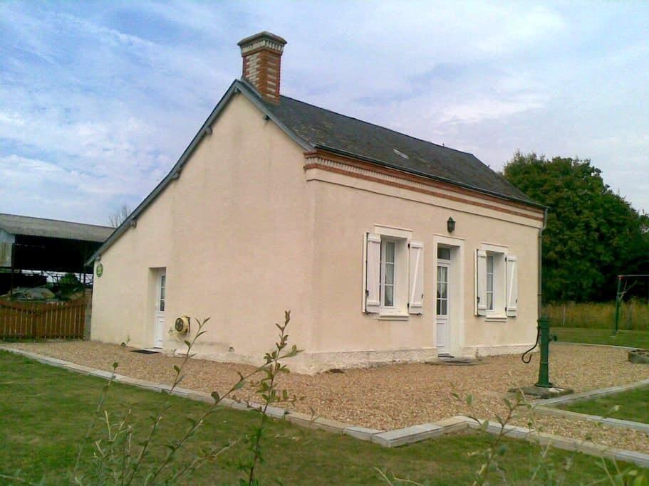 GITE CHEZ MOUMOUNE - Avrillé-les-Ponceaux - Přírodní / eko chata