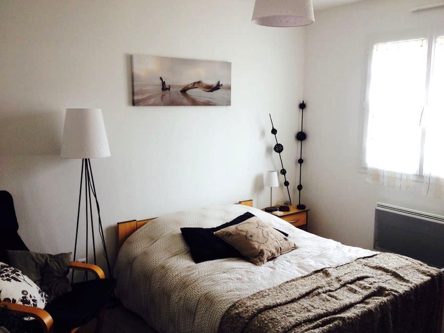 2 chambres, 1 SDB, 1 WC. Espace hôte privé et clos - Pont-d'Ain - House