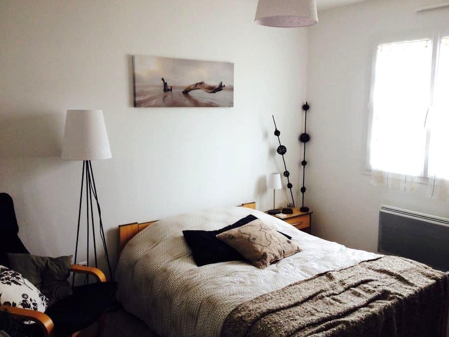 2 chambres, 1 SDB, 1 WC. Espace hôte privé et clos - Pont-d'Ain - Hus