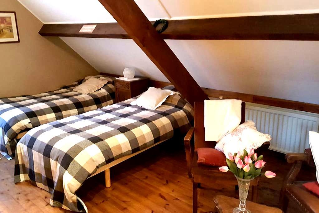 2 nice rooms in quiet rural house. - Kortessem - House