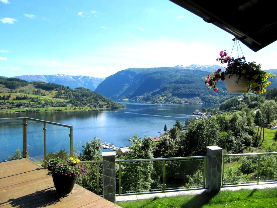 A rare spot with fjord view supreme III - Ulvik - Hus