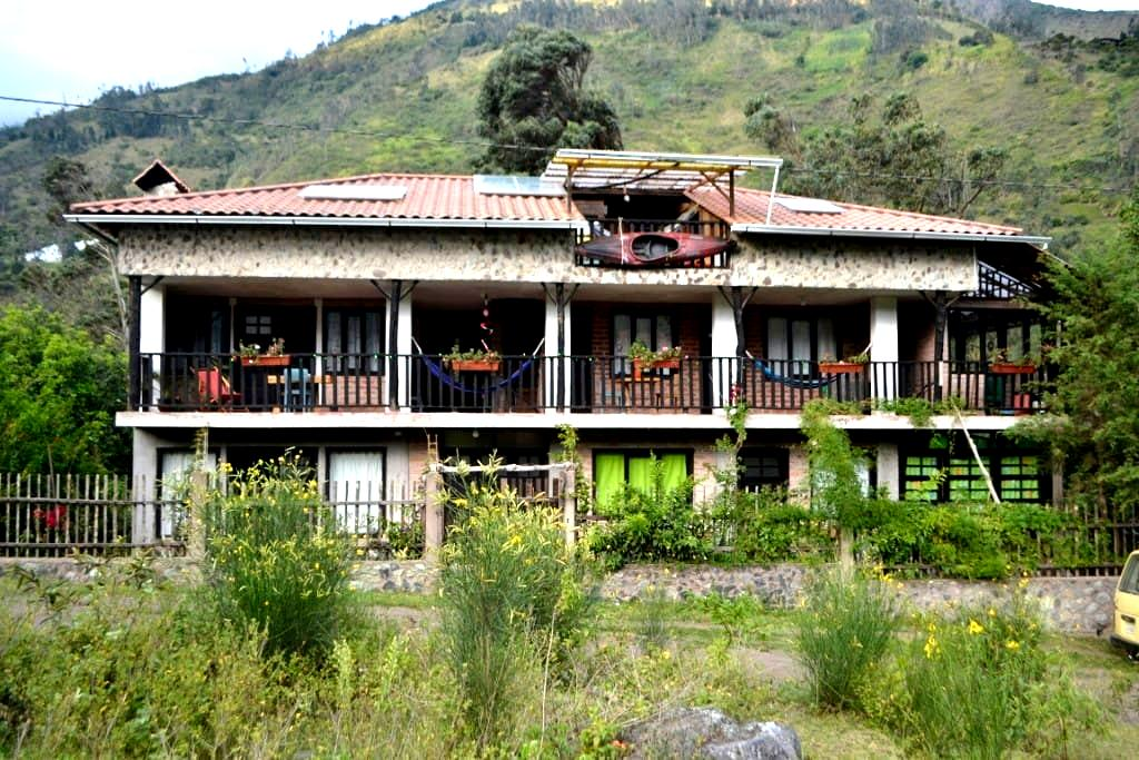 BALCONES BACKPACKERS ROOMS  BBB - Banos - Lakás