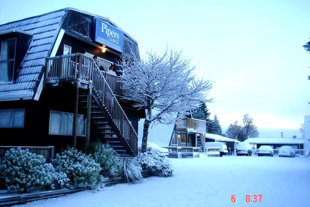 Pipers Lodge National Park NZ - National Park - Bed & Breakfast