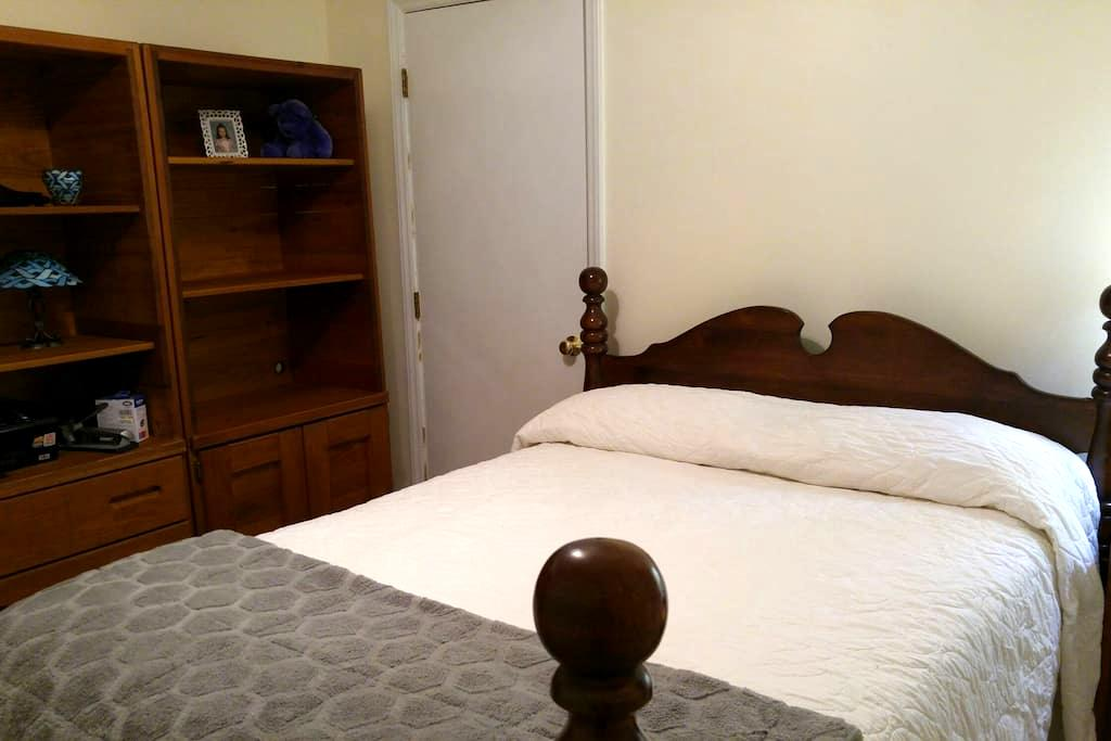 Guest Bedroom double bed - Raleigh - Haus