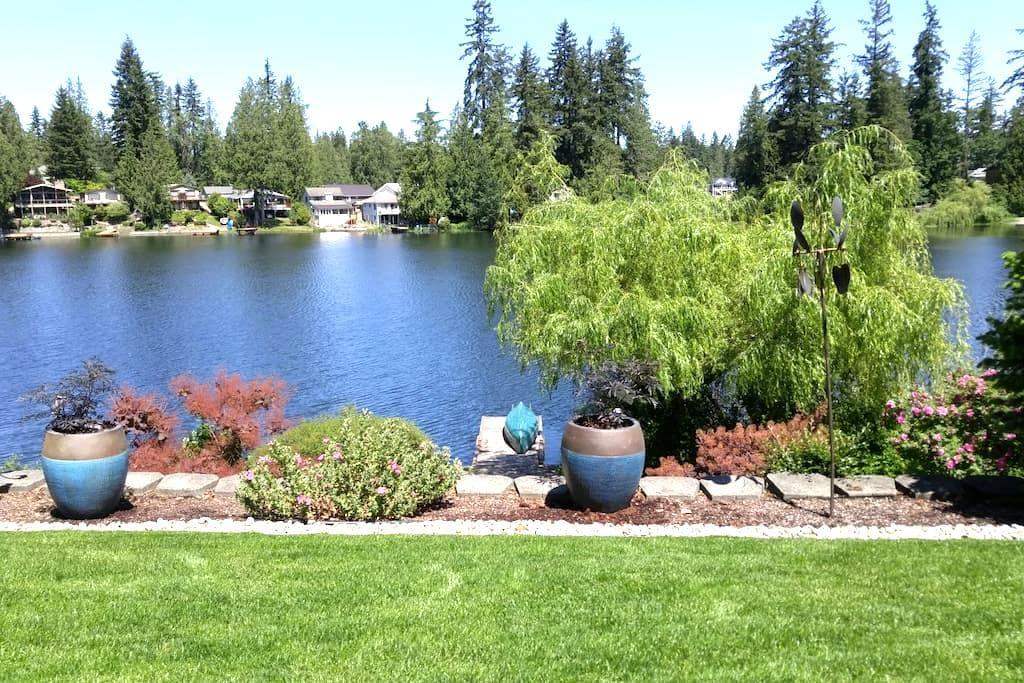Quiet Lakeside Retreat - Maple Valley - Casa