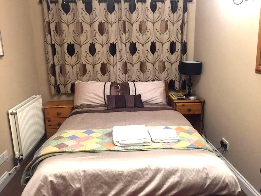 Double Room in Family Home, 2 Adults 1 small Dog - Waterbeach - House