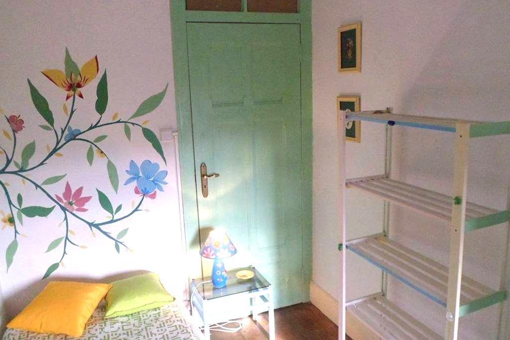 Room close to Praça da República - Coimbra - Ház