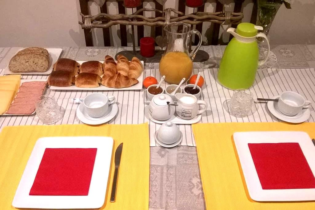 Room with Breakfast in Roeselare - Roeselare - บ้าน