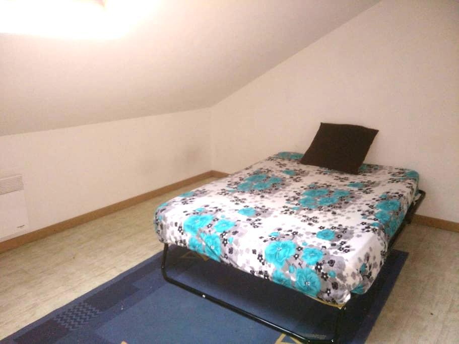 Une chambre avec un lit 2 place - Marly - 独立屋