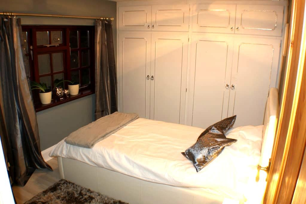Comfortable Single Bed & Breakfast Nr University - Loughborough - Rumah