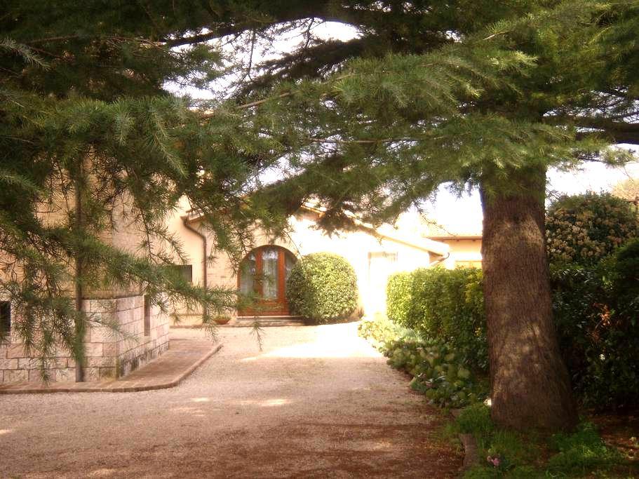 La vista su Assisi - Asís - Casa