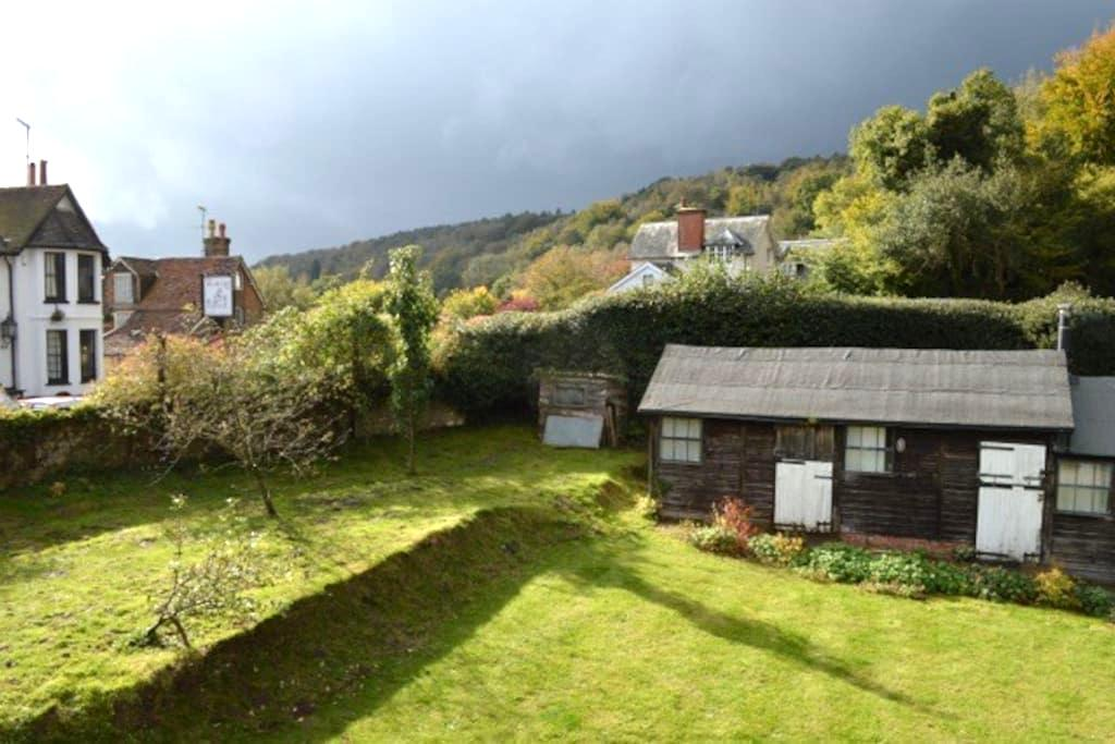 Great base for Surrey Hills/LGW SE highest Village - Coldharbour - Appartement