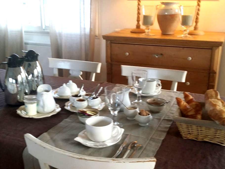 ANDERNOS CHAMBRE - PETIT DEJ - Andernos-les-Bains - Bed & Breakfast