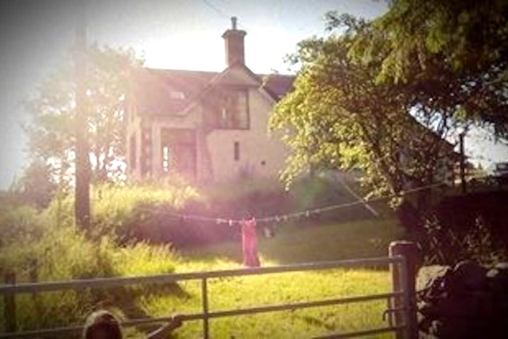 Davington Schoolhouse, whole house - Eskdalemuir - Guesthouse