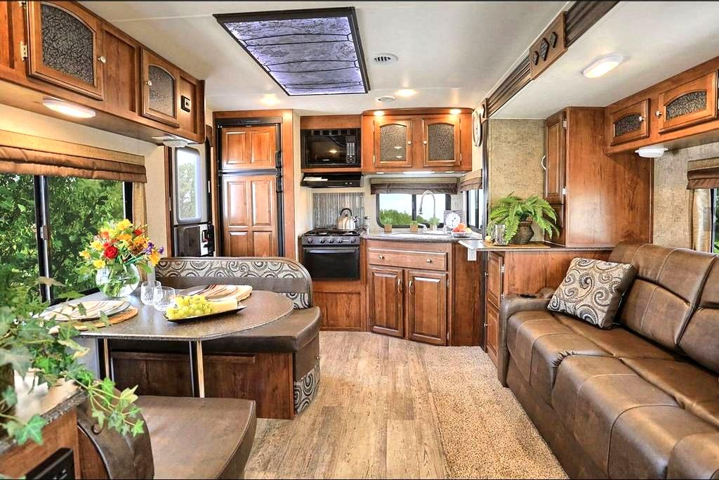 Freedom Express RV - Buchanan - Camper/RV