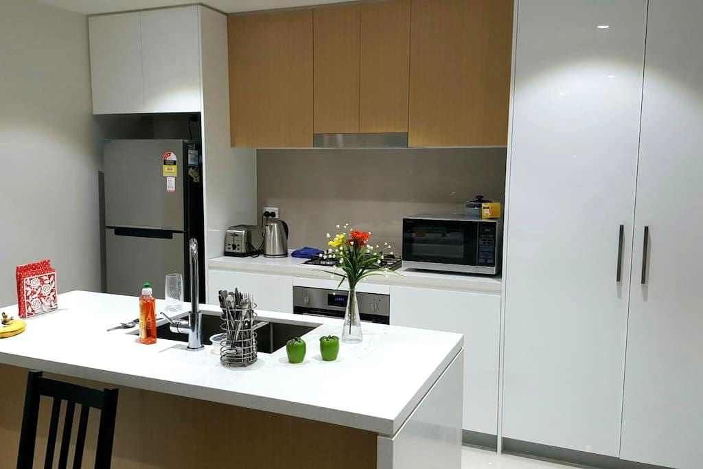 Single Room- Close to Transport, Shops & Amenities - Homebush - 公寓