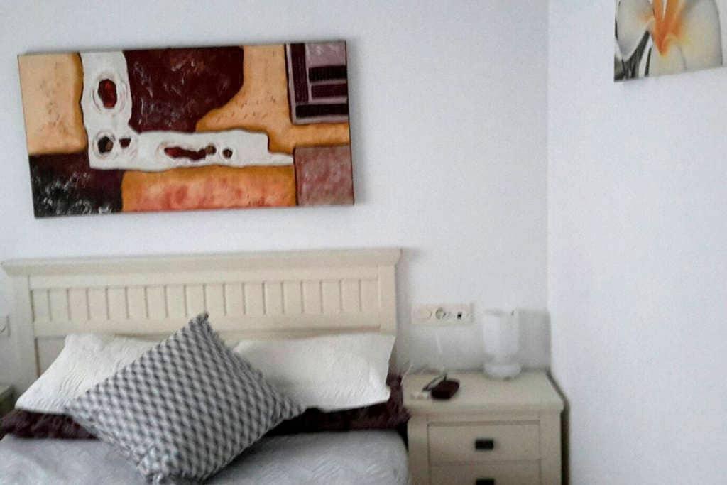 Habitacion con baño y desayuno - sondika - Haus