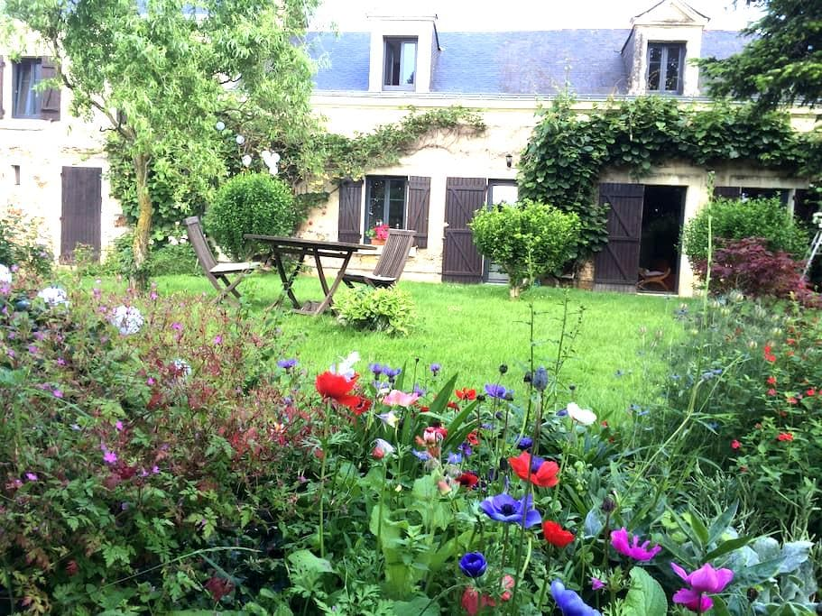great B & B in 17th century farmhouse - Mûrs-Erigné - Pension