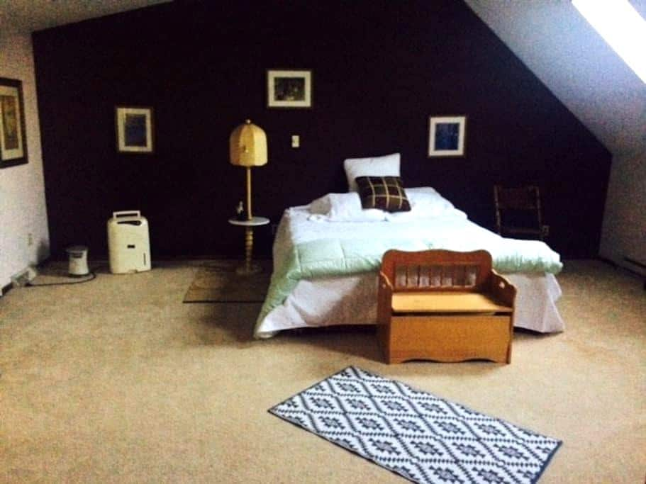 Privacy and space in a country atmosphere! - Mequon - Hus