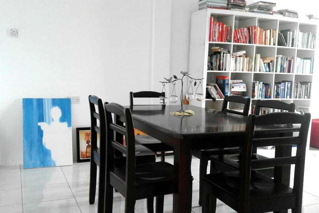 Feel at home. Simple private room. - Kg Katok, Bandar Seri Begawan - Casa