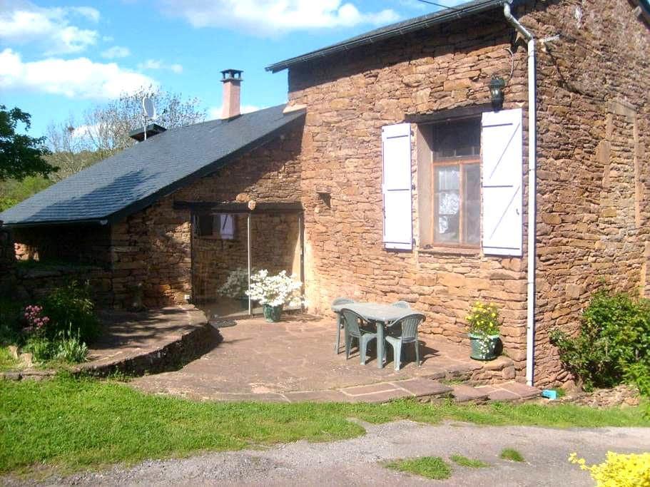 Agréable gîte rural en Aveyron - Laval-Roquecezière - Casa