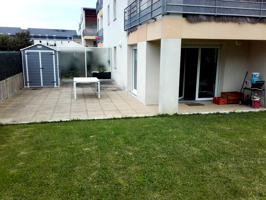 Appartement F2 en rez de jardin avec terrasse. - Bruz - Condominium