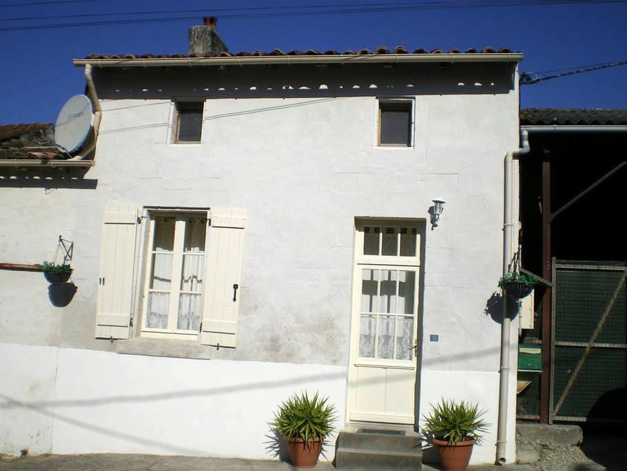 Domaine De La Baliniere. St Dizant Du Gua (A) - Saint-Dizant-du-Gua - Σπίτι