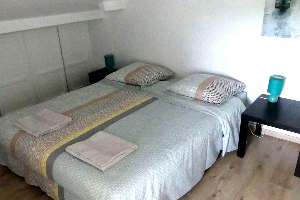 Chambre dans maison  proche Bordeaux - Lormont - House