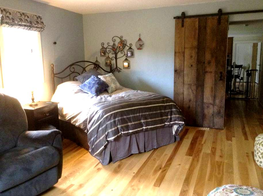 Private Room by Airport and Highway - Neenah - House