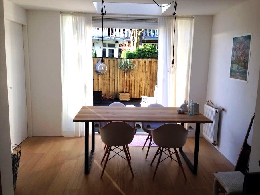 House & Garden. 10 min from center - Amsterdam - Appartement
