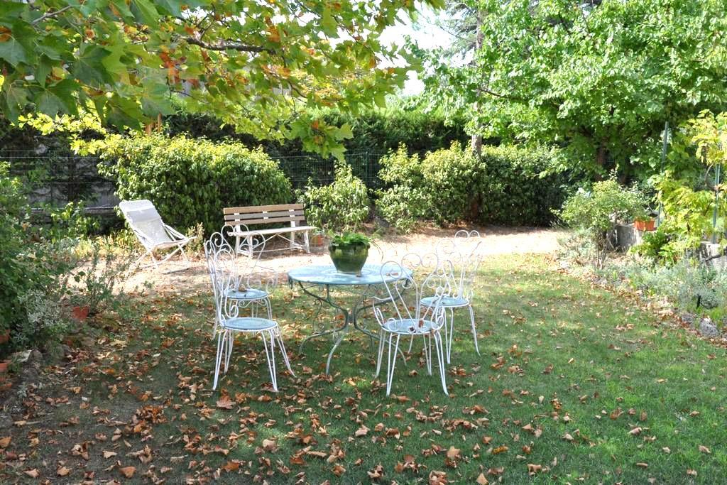 Chambre de charme au calme, dans village provençal - Lambesc - Talo