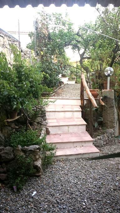 Casa con giardino a Montagnareale! - Montagnareale