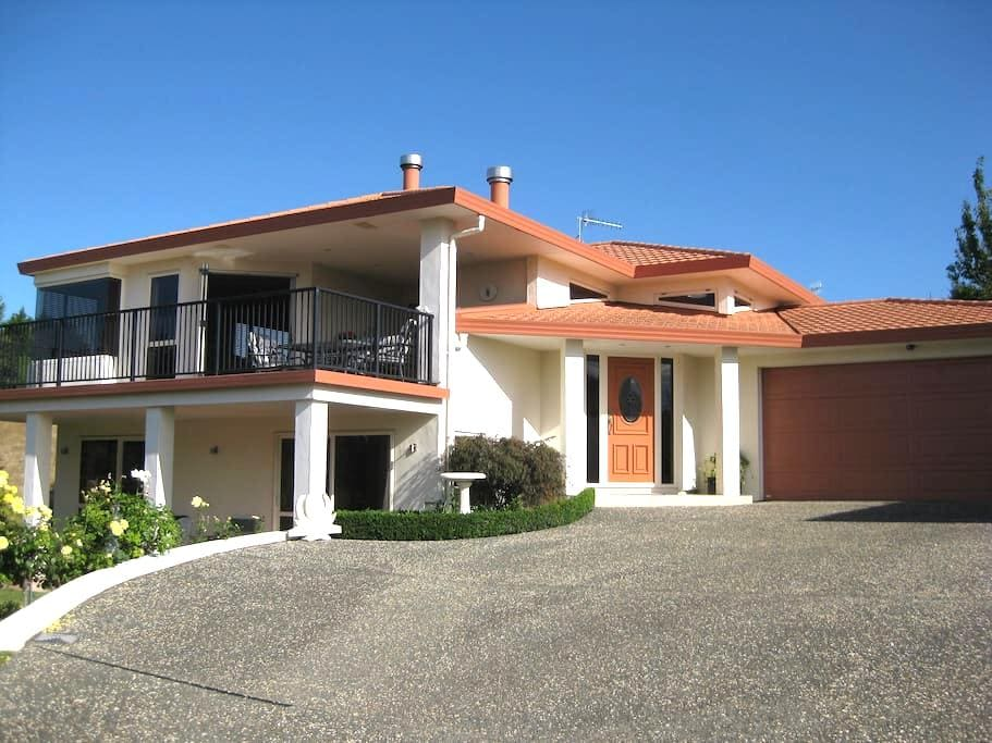 Private and quiet with great views - Havelock North - Bed & Breakfast