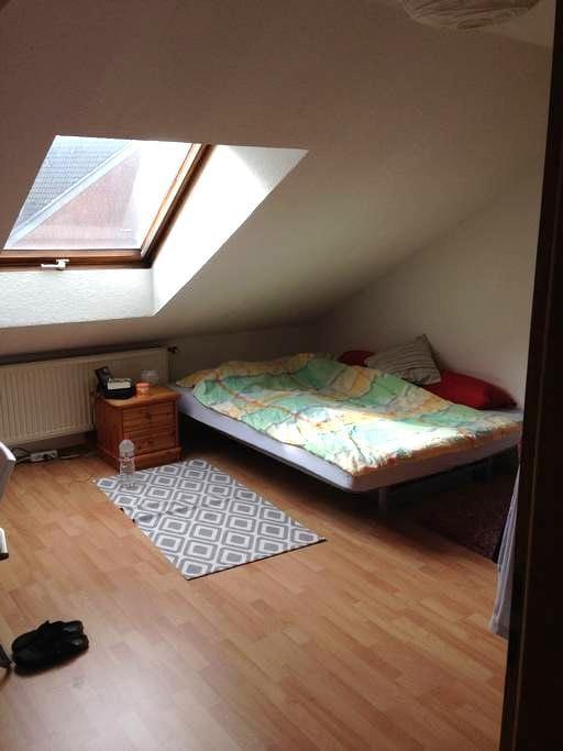 möbliertes Zimmer in ruhiger WG mit privatem Bad - Witten - Lägenhet