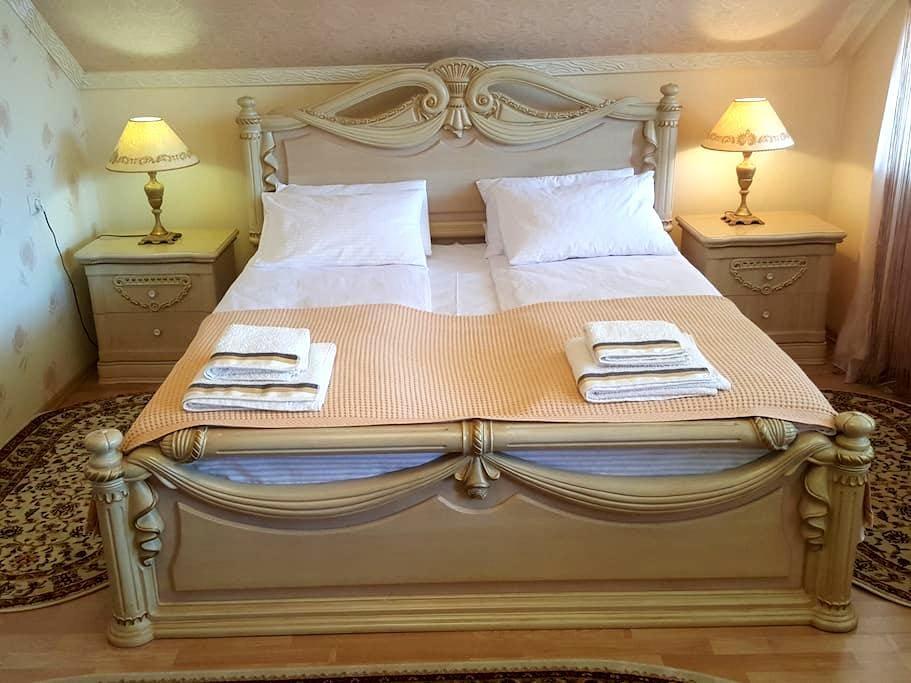 Уютная комната в элитном доме на тихой улице - Mukacheve - Casa