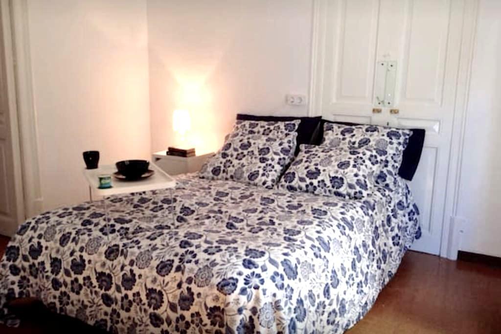Big room, double bed - Barcelona