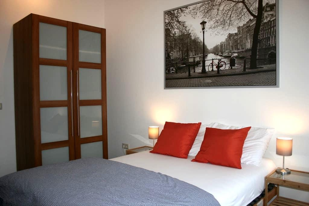 Great room in a modern house close to Utrecht City - Utrecht - Hus