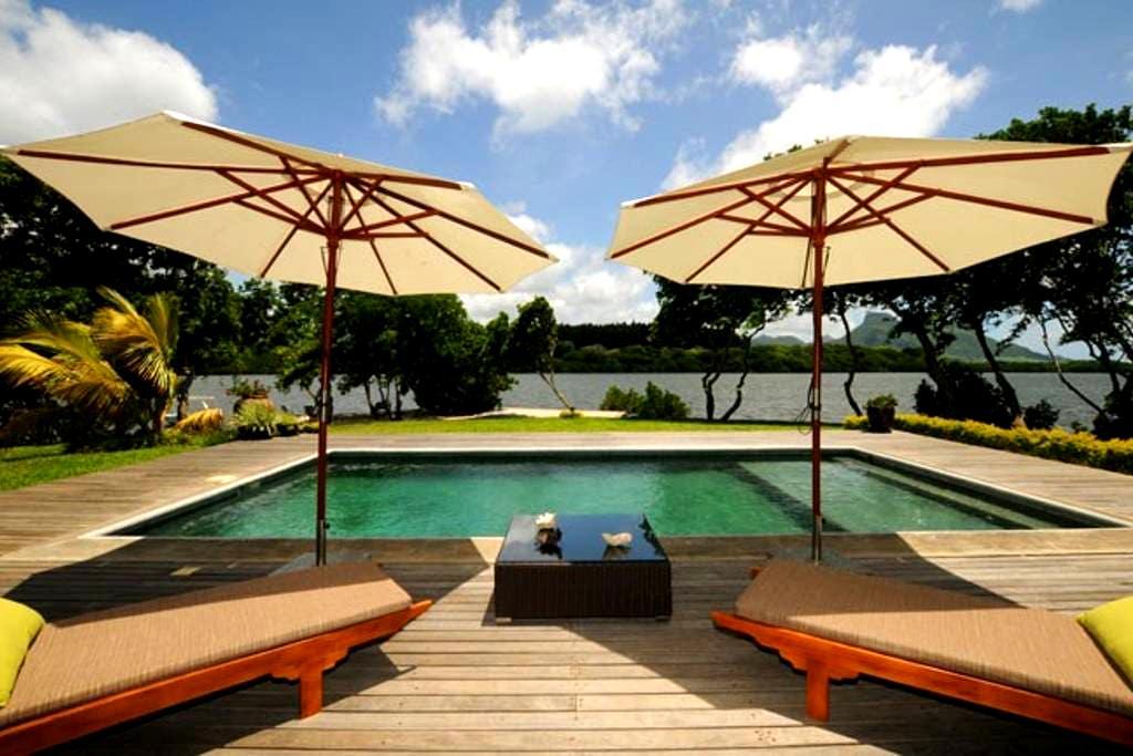 Villa Fauverelle 320 m² pdans l'eau - Mahebourg