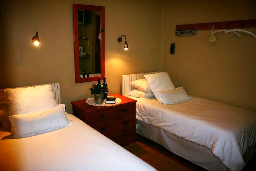 Aan d'Oewer B&B - Plumbago Suite - Citrusdal - Bed & Breakfast