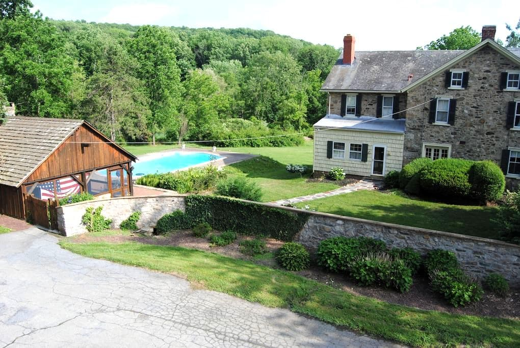 Historic Stone Home with pool and Cabana 5 Acres - Zionsville - Hus