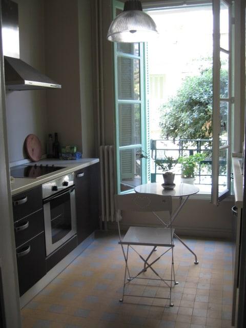 Washing machine, large fridge/freezer. Well equipped kitchen overlooking garden