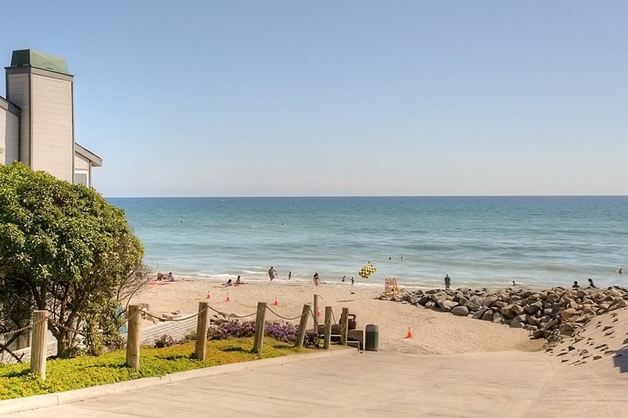 Quaint Private Beach Condo