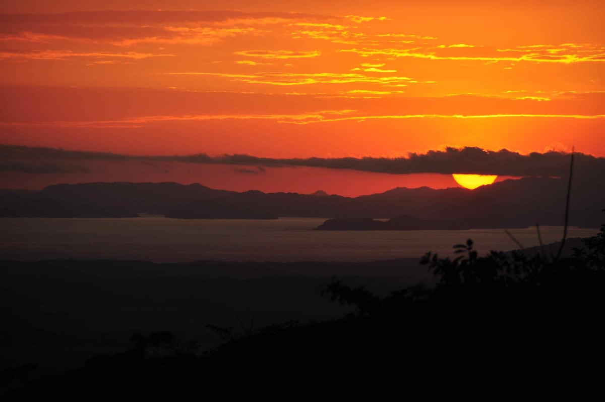 sunset from Tiriguro Lodge