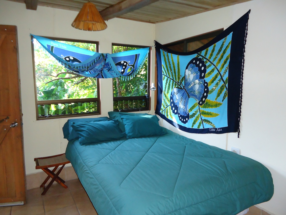 Mariposa Room, Pillow Top Orthopedic Matress, opens to large patio, sitting area, kitchen and hammocks monkey, and exotic birds in junlges all around.
