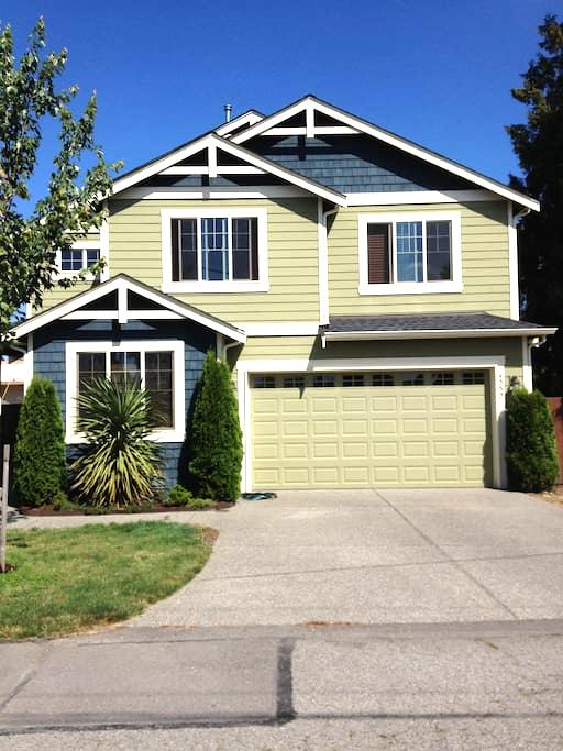 Location near SeaTac Airport and light rail - シータック - 一軒家