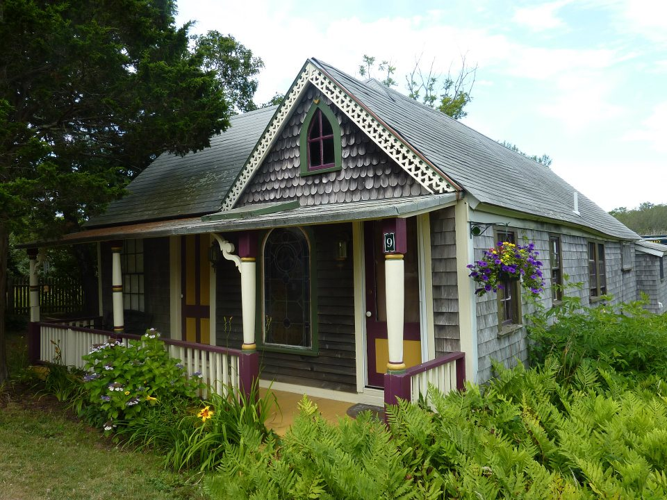 Cottage room, in-town location!