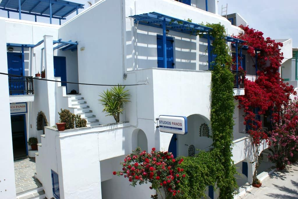 Studios Panos Beachside Apartments - Hora Naxos