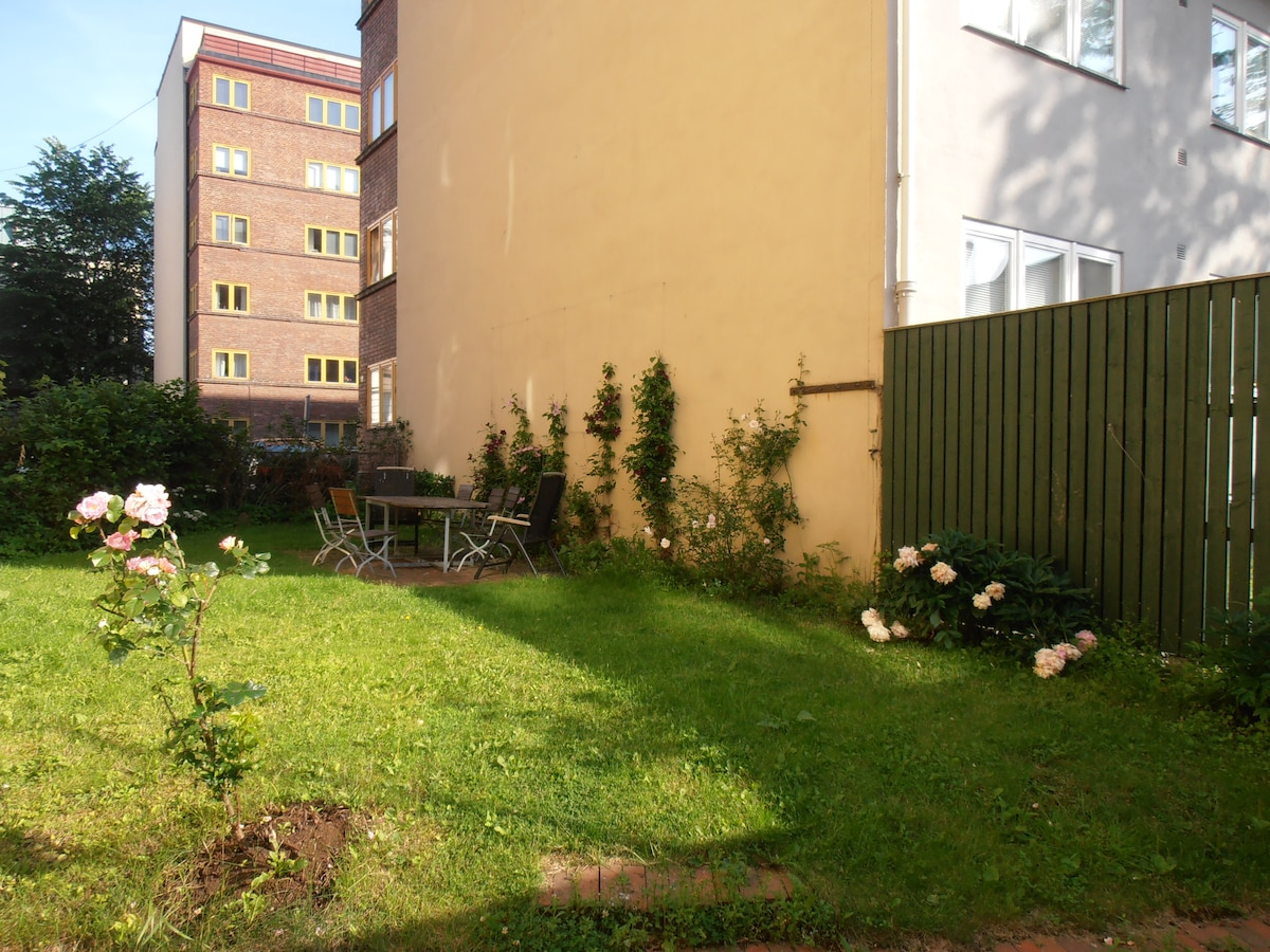 Breakfast garden (only sunlight there until 1300)